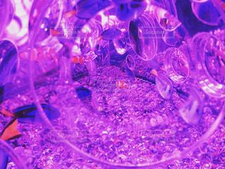 テーブルの上のガラスのグループの写真・画像素材[1028070]