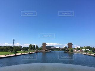 水の体に架かる橋の写真・画像素材[3150383]