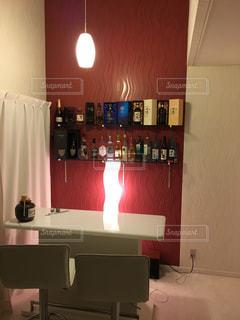 洗面台と鏡の部屋の写真・画像素材[1028747]