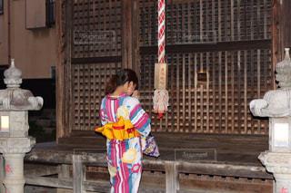 神社に願い事の写真・画像素材[1695573]