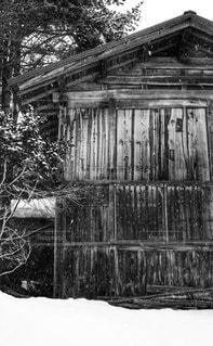 木造の小屋の写真・画像素材[1029002]