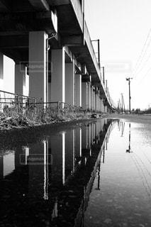 雨上がりの水たまりの写真・画像素材[1057237]