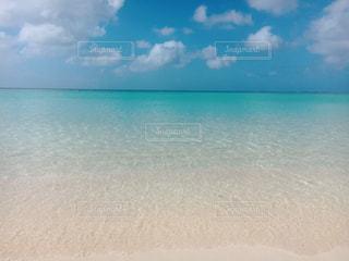 透き通るような海の写真・画像素材[1029084]