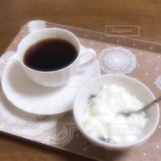 クローズ アップ食べ物の皿とコーヒー カップの写真・画像素材[1029396]