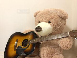 ギターを弾くテディベア - No.1046604