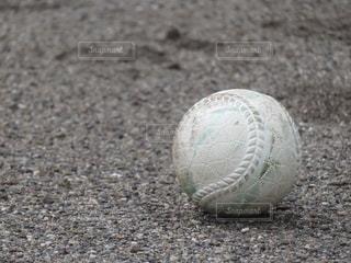 近くにサッカー ボールのアップの写真・画像素材[1029855]