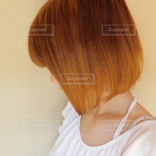 茶髪の女性 横アングルの写真・画像素材[1163282]
