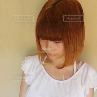 茶髪ボブの女性 正面アングルの写真・画像素材[1163283]