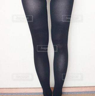 ダイエット中の女性の足(圧縮ソックスを試す) - No.1224245