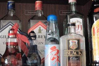 お酒などの瓶の写真・画像素材[1425017]
