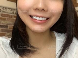 歯を出す女性の写真・画像素材[3843701]