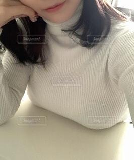 肘をつく女性の写真・画像素材[3851477]