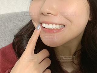 歯を見せる女性の写真・画像素材[4336811]
