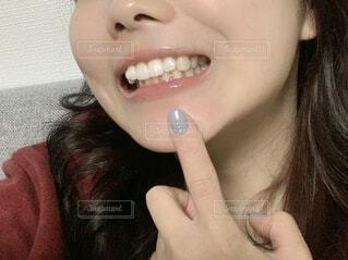 歯を見せる女性の写真・画像素材[4336813]