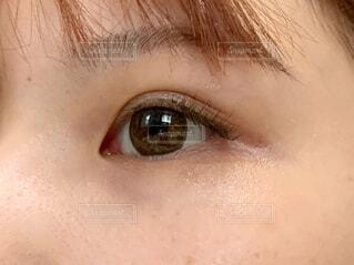 女性の目元のアップの写真・画像素材[4616779]