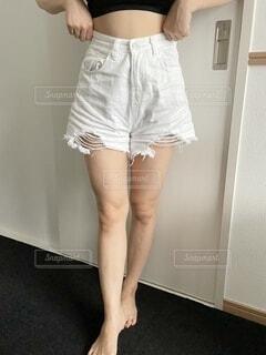 ポーズをとる女性の写真・画像素材[4828861]