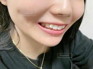 歯を見せる女性の写真・画像素材[4828872]