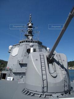 バック グラウンドでの大型船の写真・画像素材[1031980]