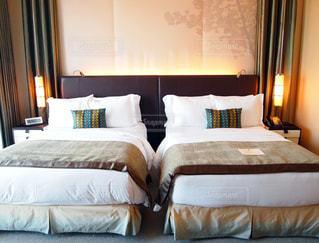 ホテルの寝室の写真・画像素材[1030941]