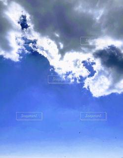 空には雲のグループの写真・画像素材[1080777]