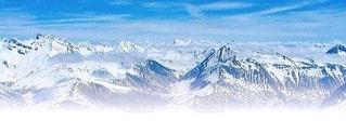 雪に覆われた山の写真・画像素材[3440236]