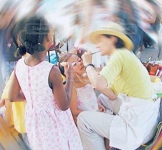 顔に化粧されている女の子の写真・画像素材[3480627]