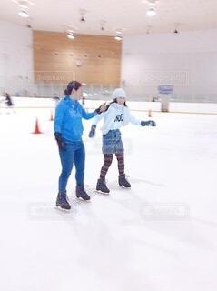 スケートをしている女の子の写真・画像素材[3769039]
