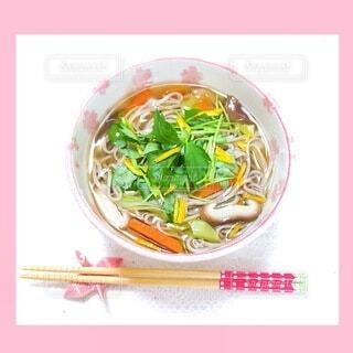 器の中にある食べ物の写真・画像素材[4052168]