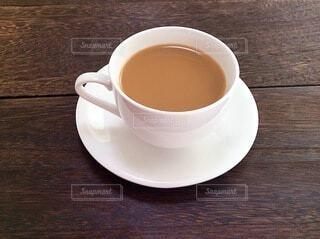 テーブルの上のコーヒーの写真・画像素材[4059777]