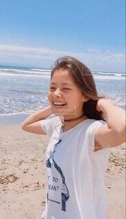 ビーチに立つ女の子の写真・画像素材[4159989]