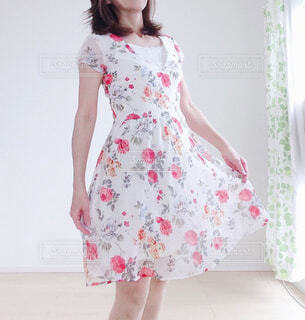 ドレスを着た女性の写真・画像素材[4584429]