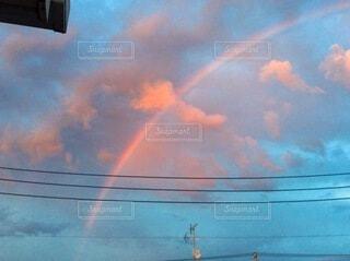 曇り空に虹の写真・画像素材[4633845]