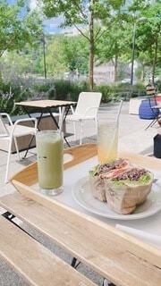 テーブルの上の食べ物の写真・画像素材[4641937]