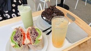 テーブルの上の食べ物の写真・画像素材[4641941]