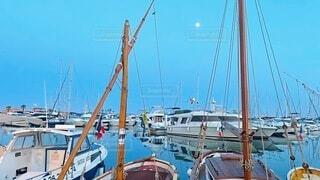 水に浮かぶヨットの写真・画像素材[4680084]