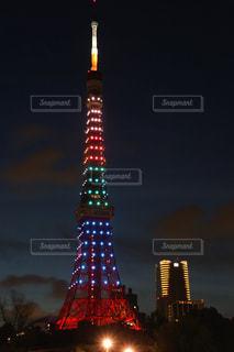 夜のライトアップされた東京タワーの写真・画像素材[1046633]