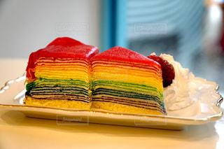 テーブルの上のケーキの写真・画像素材[1062127]