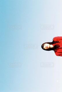 空気を通って飛んで人の写真・画像素材[1735673]