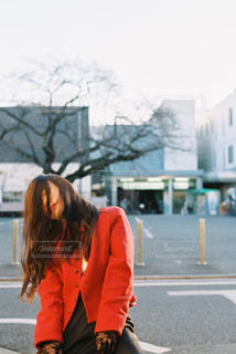 人が通りを歩いています。の写真・画像素材[1735682]