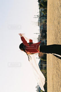 空気中のジャンプ人の写真・画像素材[1735686]