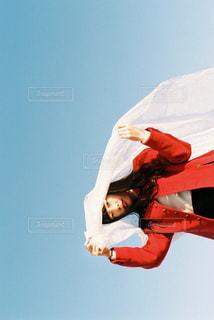 空気を通って飛んで男の写真・画像素材[1735687]