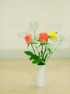 花瓶の花束の写真・画像素材[1837798]