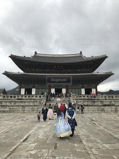 景福宮の前に立っている人々 のグループ - No.1140576