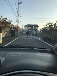 危ない運転をしている人の写真・画像素材[1032285]