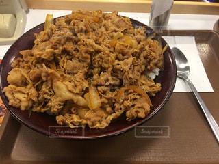 キングサイズ牛丼の写真・画像素材[1032394]