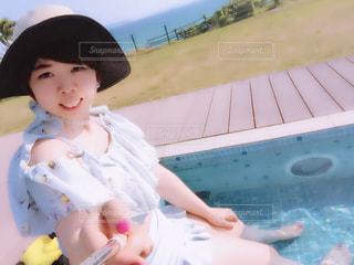 沖縄リゾートホテルのプールにての写真・画像素材[1121261]