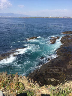 波が打ち寄せる海岸の写真・画像素材[1032534]