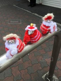 毛糸の服を着た雀のオブジェの写真・画像素材[1032538]