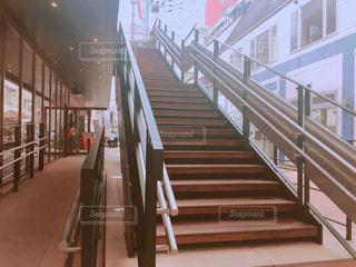 テラスへ続く階段の写真・画像素材[1090339]