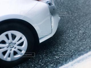 近くに車のアップの写真・画像素材[1036029]